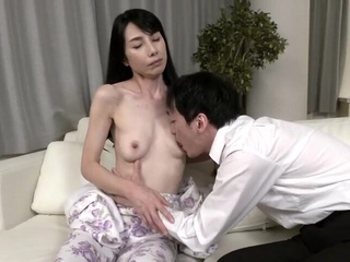 japonese mother of the friend 18300 amateur japanese mature video